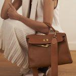 Hermès Kelly 32 Epsom Gold Model Lifestyle