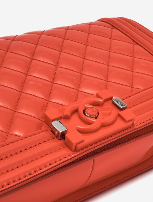 Chanel Boy Bag Medium Patent Leather Coral SACLÀB