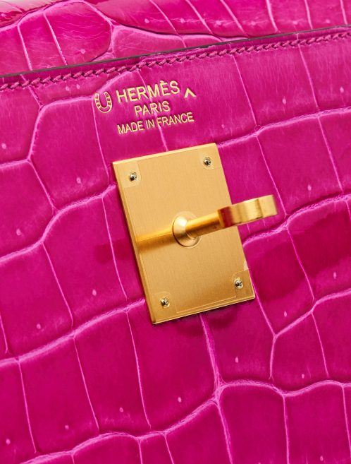 Gold-plated hardware of a pre-loved Hermès Kelly 35 HSS Crocodile Porosus Rose Scheherazade / Aubergine on SACLÀB