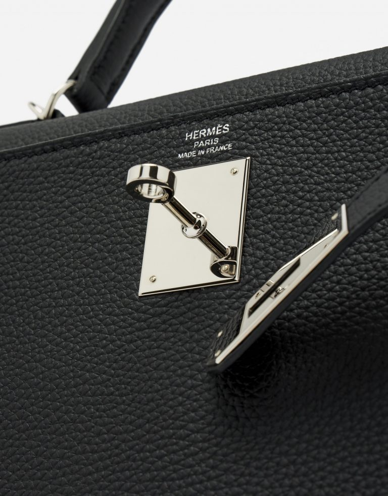 Hardware Detail of a Pre-Loved Hermès Kelly 28 Togo in Black on SACLÀB