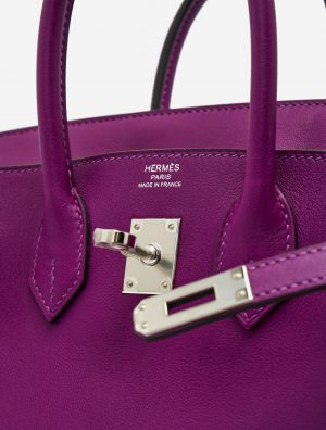 Hardware details of a pre-loved Hermès Birkin 25 Swift Anemone on SACLÀB