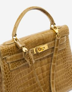 A pre-loved Hermès Kelly 32 Porosus Crocodile Lisse Ficelle on SACLÀB