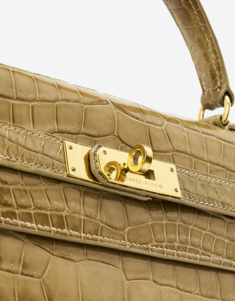 Gold Hardware on a pre-loved Hermès Kelly 32 Porosus Crocodile Lisse Ficelle on SACLÀB