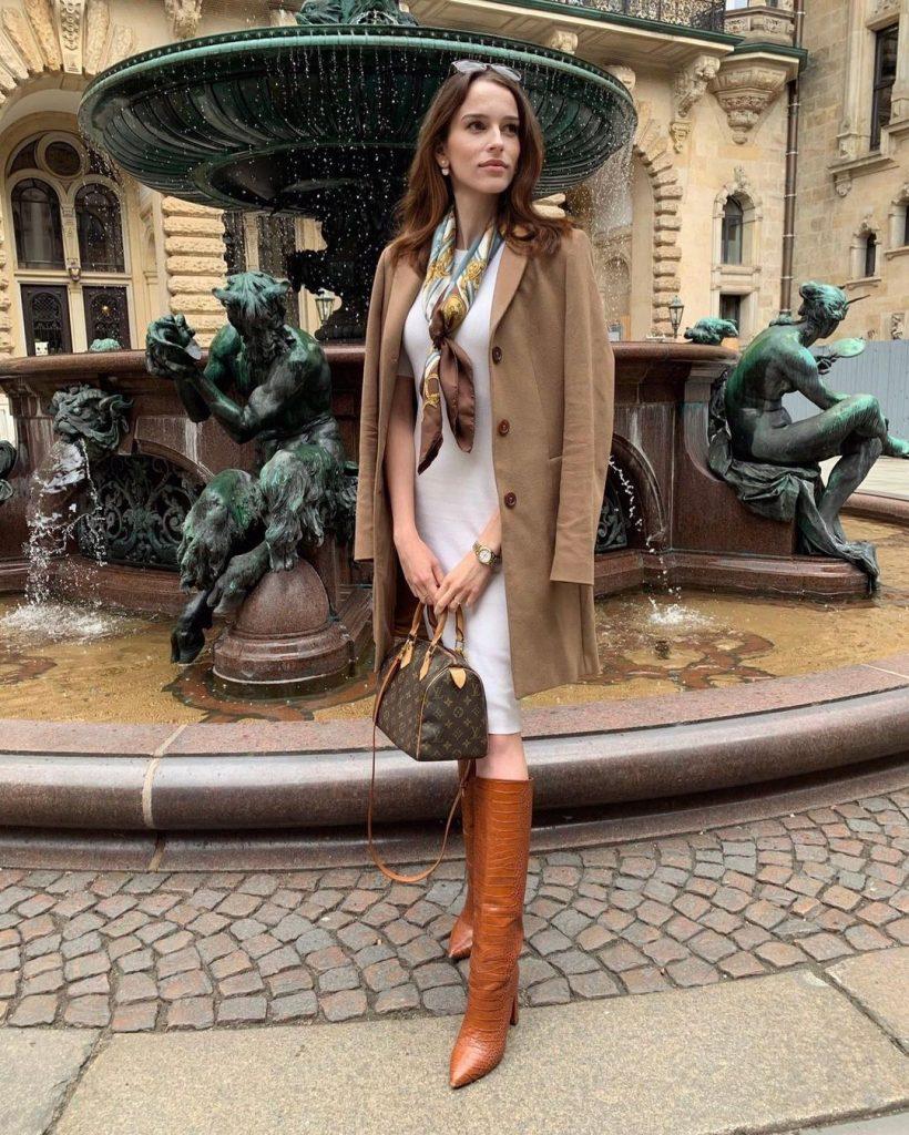 Susanne with a Vintage Louis Vuitton Speedy Bag