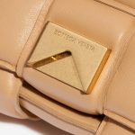 Bottega Veneta Cassette Lamb Nude Natural Closing System | Sell your designer bag on Saclab.com