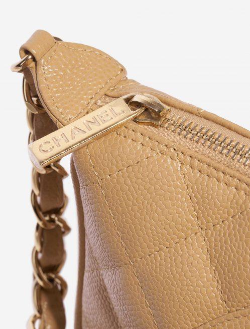 Chanel Vintage Crossbody Caviar Beige Natural Closing System | Sell your designer bag on Saclab.com