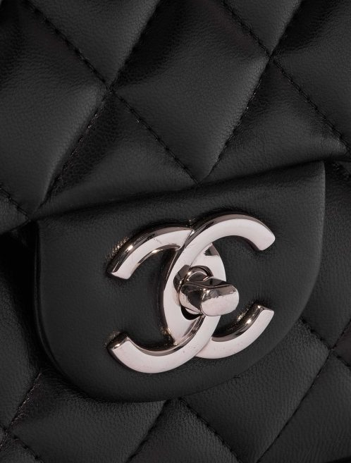 Chanel Timeless Maxi Lamb Black Black Closing System | Sell your designer bag on Saclab.com