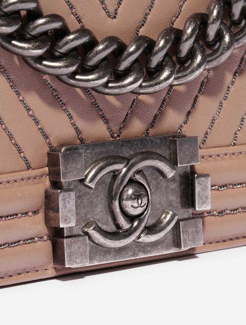 Chanel Boy New Medium Lamb Ash Rose Rose Closing System | Sell your designer bag on Saclab.com